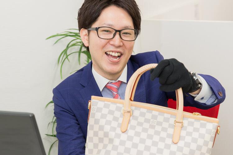 【バイヤー/心斎橋本店】駅徒歩5分の好立地な店舗でバイヤーとして働きませんか?